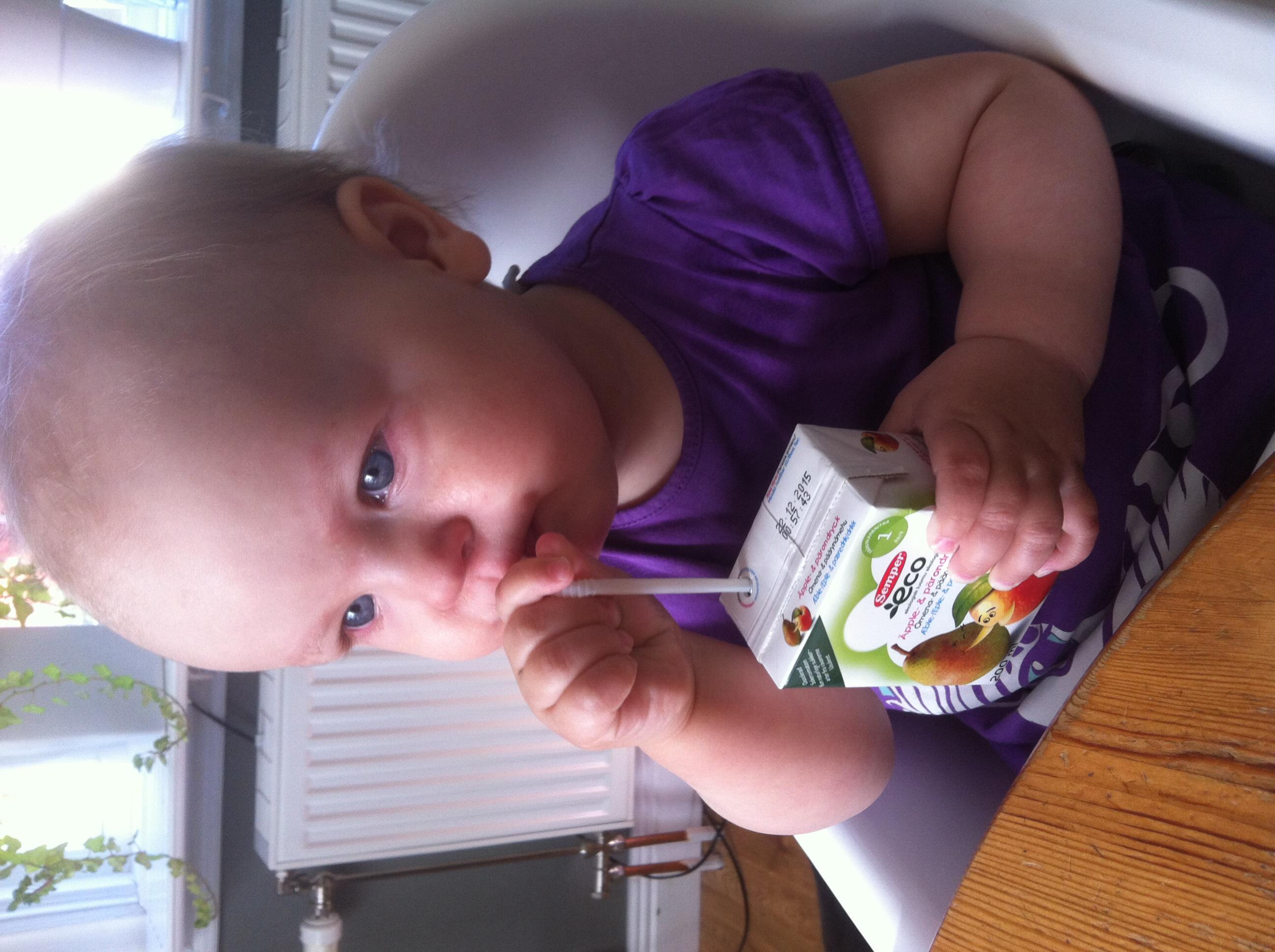 Köp lite onyttigt då hon vägrar äta. Huvudsaken är ju att hon får i sig  vätska. Har lyckats pilla i henne lite allt möjligt idag ändå. 6301499481f48